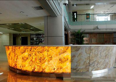 piedra-flexible-modulo-recepcion-centro-comercial