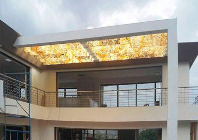 piedra-flexible-techo-casa-traslucido