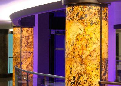 piedra-flexible-traslucida-columnas